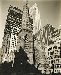 Rockefeller Center, Collegiate Church of St. Nicholas in Foreground