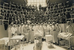 Medical School Class and Staff (with Cadaver)