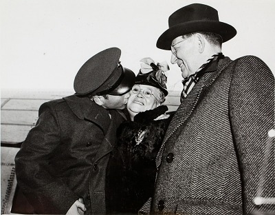 Barney Ross (left) with mother Sarah Rasofsky and the Mayor of Chicago, Edward Kelly, Chicago, Illinois