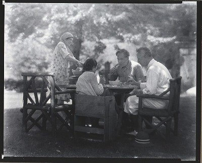Eugene Higgins wtih unidentified group, Lyme, Connecticut, 1932. [photograph] / (photographed by Peter A. Juley & Son)