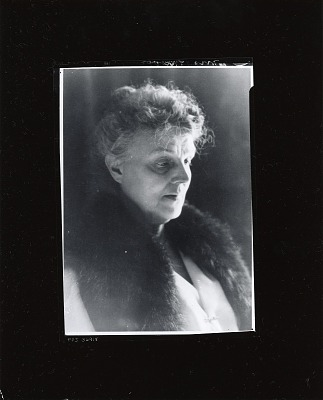Marion Gray Traver (?) [photograph] / (photographed by Peter A. Juley & Son)