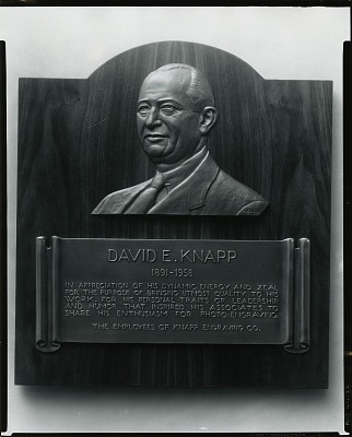 David E. Knapp Memorial Plaque [sculpture] / (photographed by Peter A. Juley & Son)