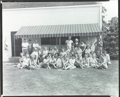 Robert Brackman with summer school class at Noank, Connecticut, 1952 [photograph] / (photographed by Peter A. Juley & Son)