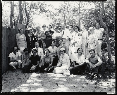 George Elmer Browne with his class, Provincetown, Massachusetts [photograph] / (photographed by Peter A. Juley & Son)