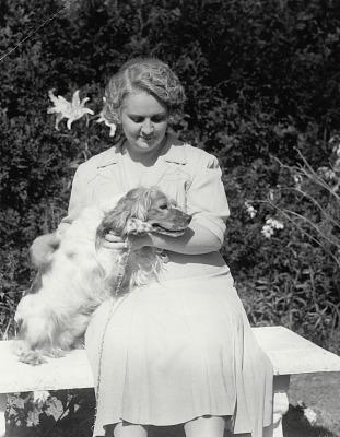 Mary Buckner Royall Washburn (Mrs. Loring Washburn) [photograph] / (photographed by Peter A. Juley & Son)