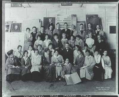 Robert Henri with his class at the Art Students League, New York [photograph] / (photographed by Peter A. Juley & Son)