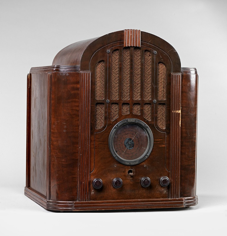 Image for RCA Victor radio in wooden case