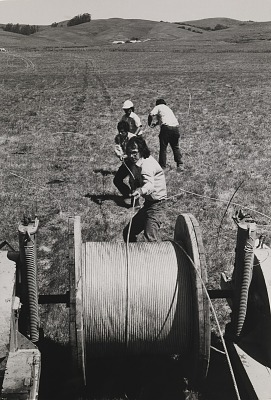 Running Fence, Sonoma and Marin Counties, California, 1972-76, Christo helps with unrolling cable