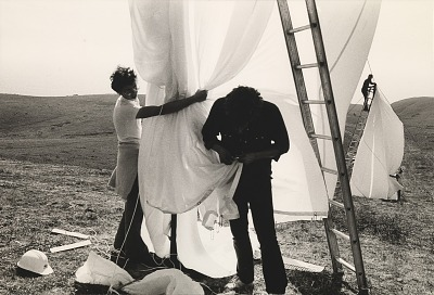 Running Fence, Sonoma and Marin Counties, California, 1972-76, Cyril Christo and Peter Bonnier attach bottom hooks to grommets