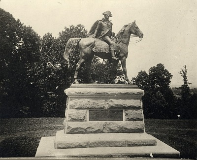 General Anthony Wayne [sculpture] / (photographer unknown)