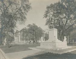 Oglethorpe Monument [sculpture] / (photographed by Detroit Publishing Company)