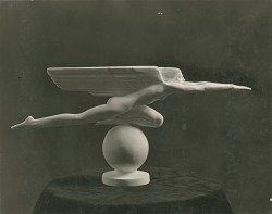 Speed [sculpture] / (photographed by Nickolas Muray)