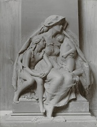 Model for Maud Ashley Memorial: Motherhood (detail) [sculpture] / (photographer unknown)