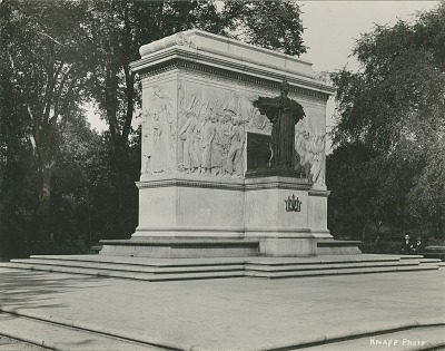 Soldiers and Sailors Monument (front) [sculpture] / (photographed by Knapp)