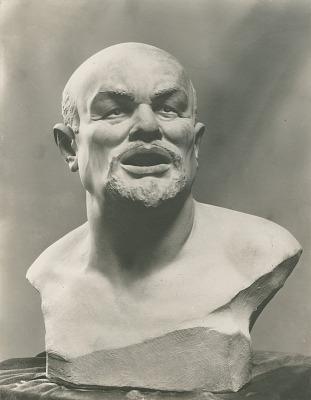Lenin [sculpture] / (photographed by De Witt Ward)