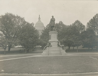 James Garfield Monument [sculpture] / (photographed by Detroit Publishing Company)