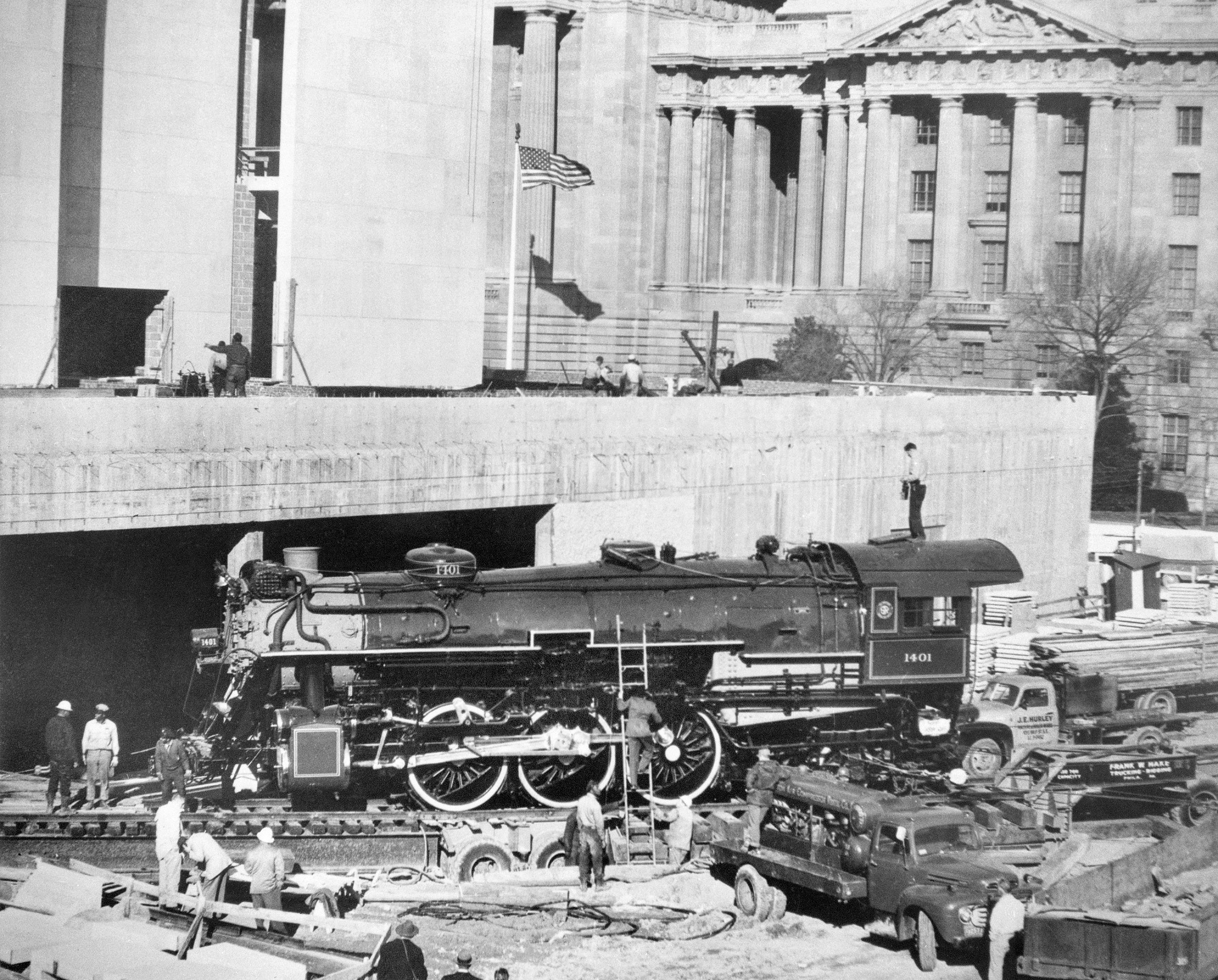 Installation of Steam Locomotive in NMHT