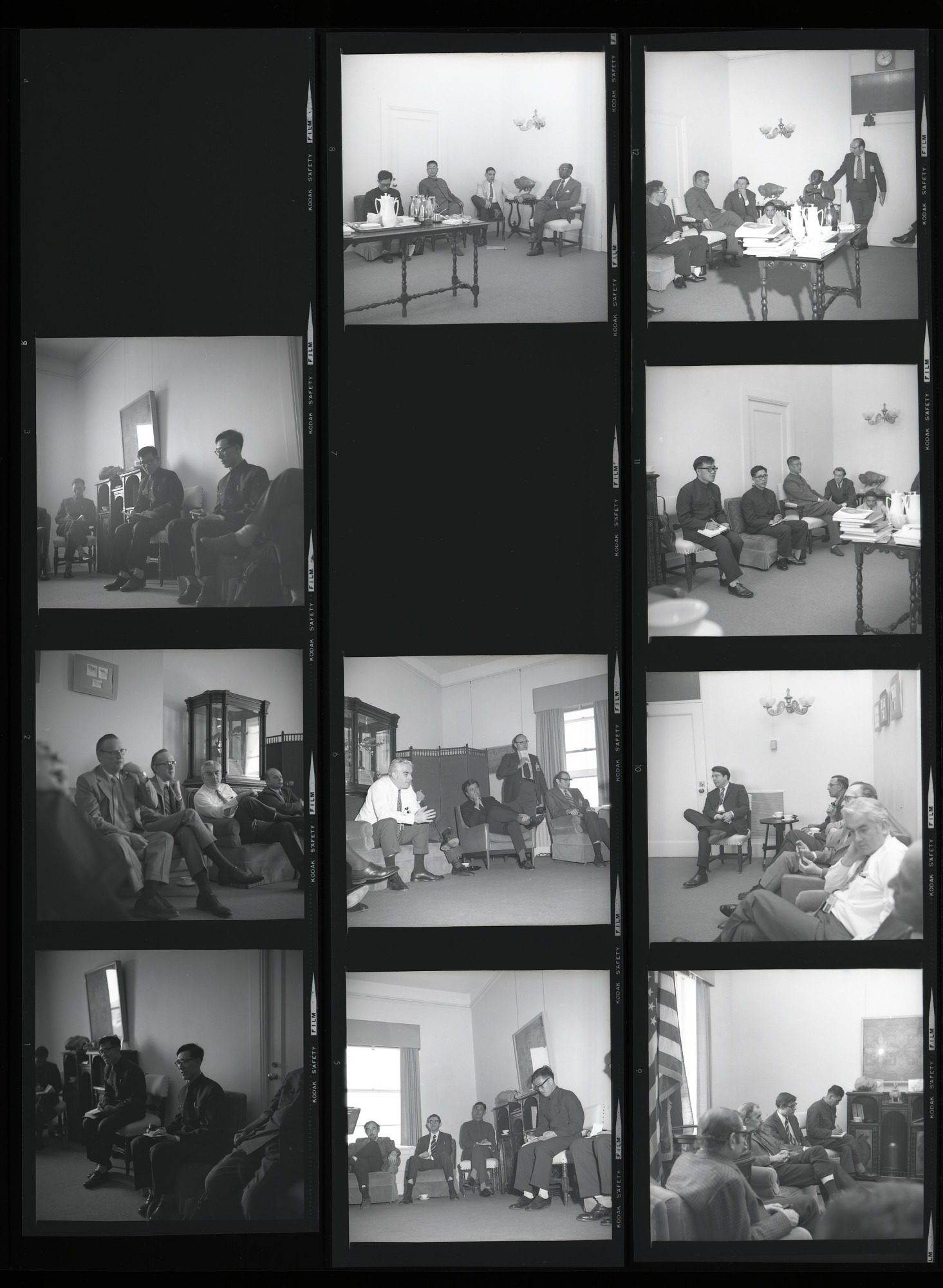 Chinese Zoologists Visit NMNH, 1972, Smithsonian Institution Archives, SIA Acc. 11-009 [72-4677].