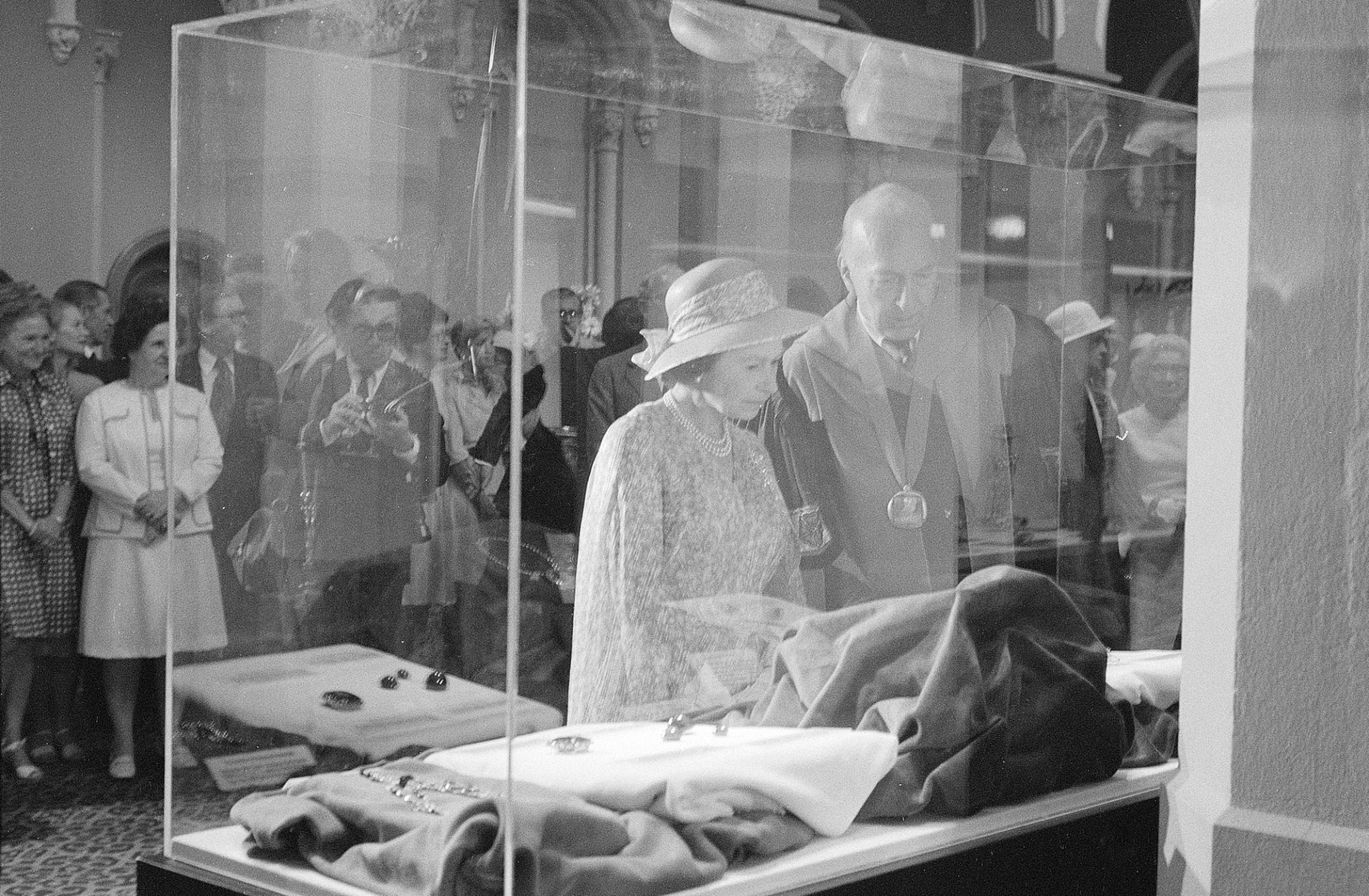 images for Queen Elizabeth Visits the Smithsonian