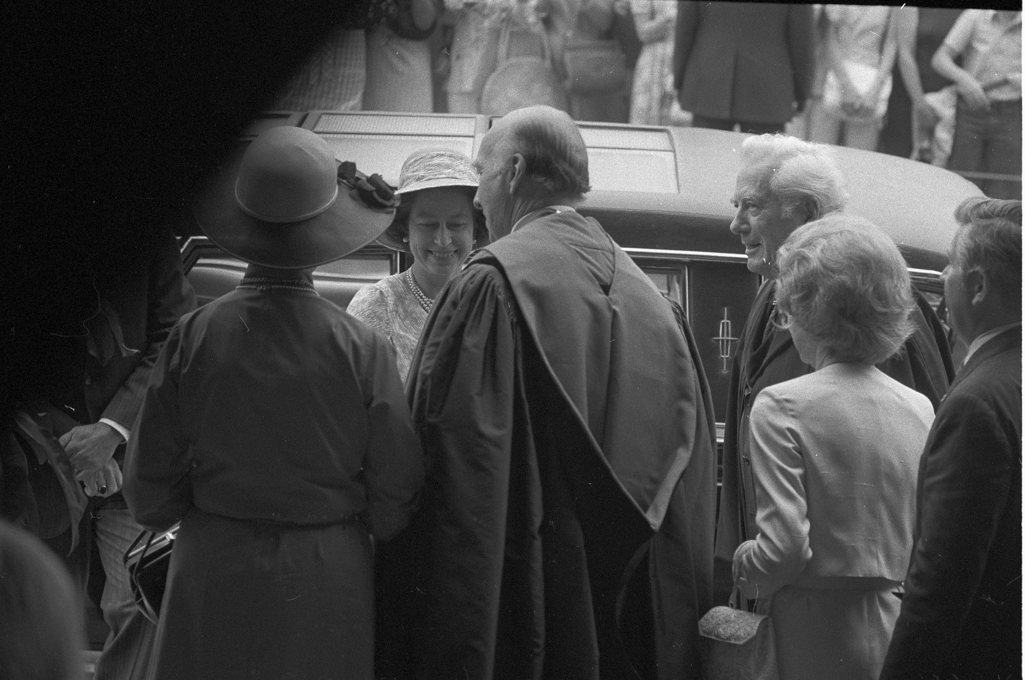 Jul 8 Queen Elizabeth Visits the Smithsonian