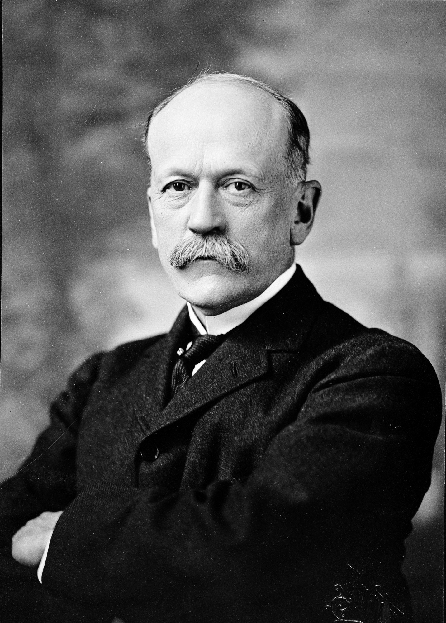 Secretary Charles D. Walcott, by Edmonston, c. 1900, Smithsonian Archives - History Div, 82-3142.