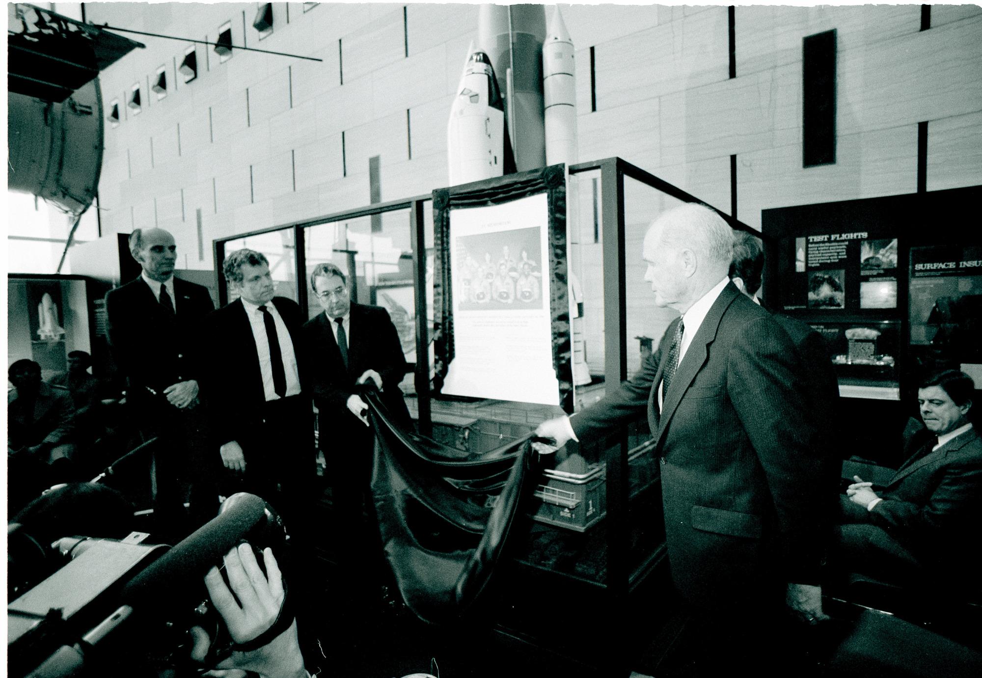 Challenger Astronauts Memorial Plaque, NASM