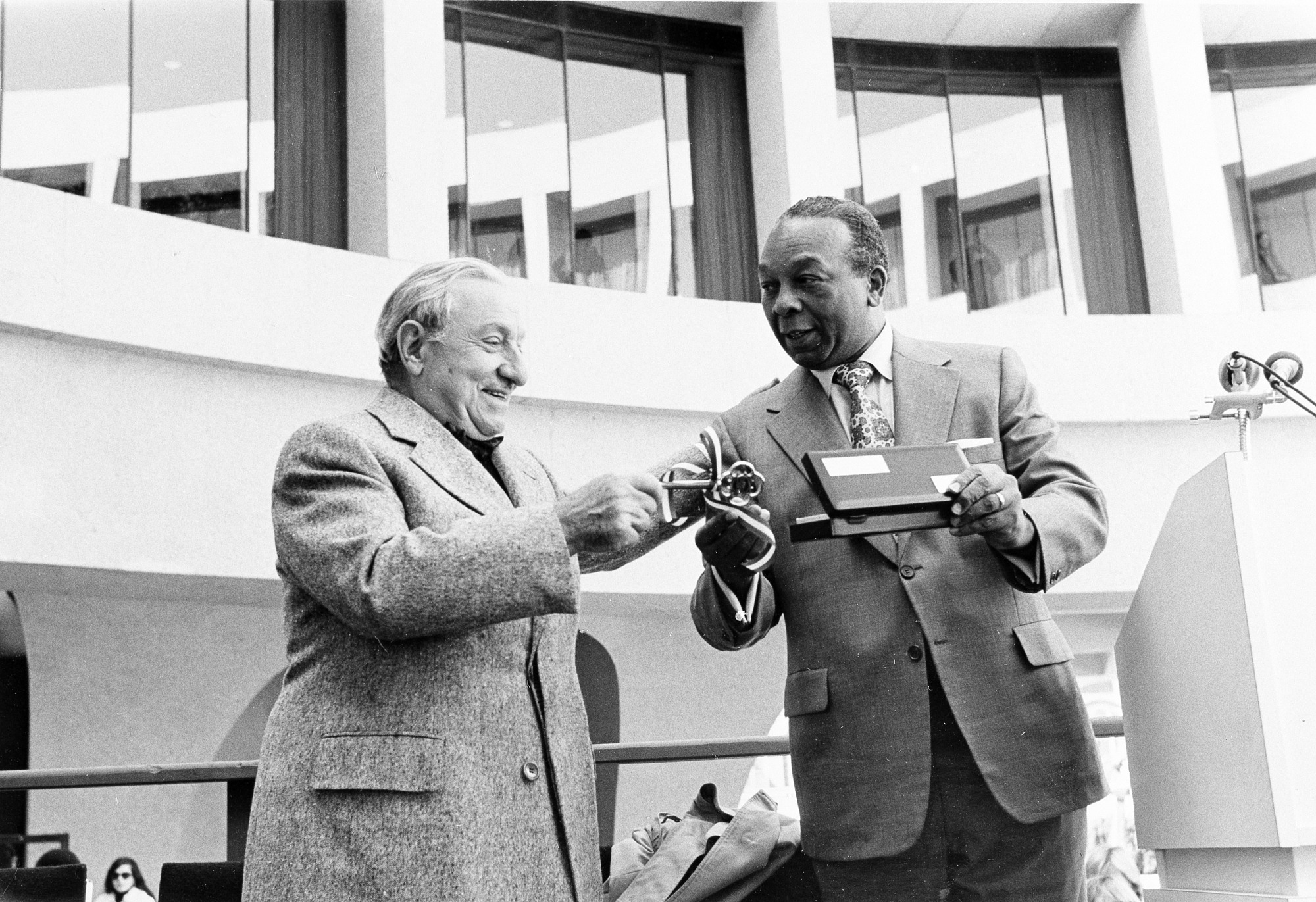 Mayor Washington and Joseph Hirshhorn