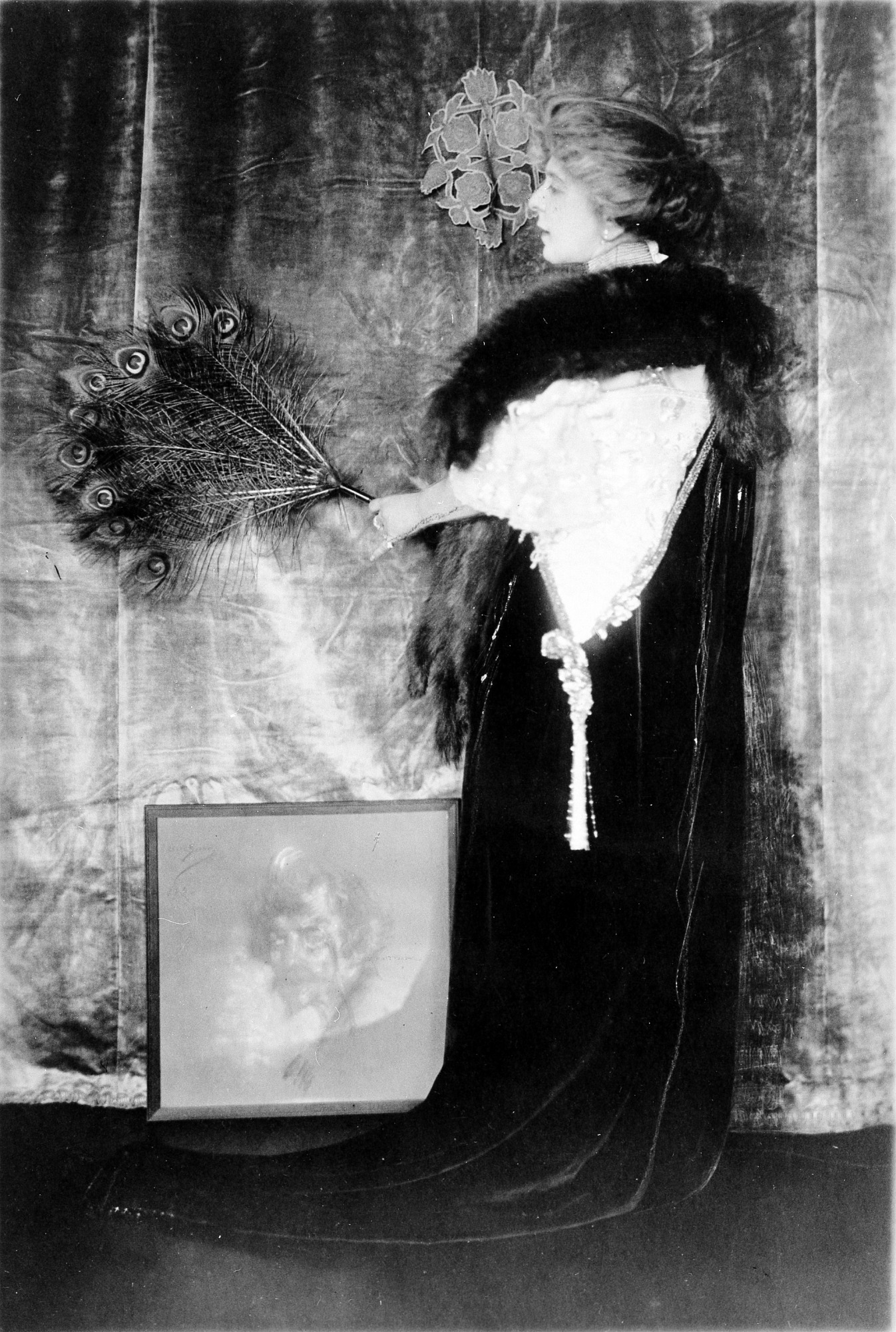 Alice Pike Barney, by Unknown, c.1906-1907, Smithsonian Archives - History Div, 96-1367.