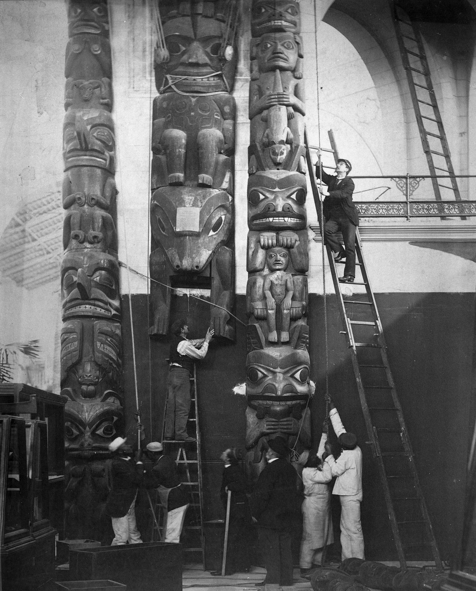 Installing Totem Poles in U.S. National Museum