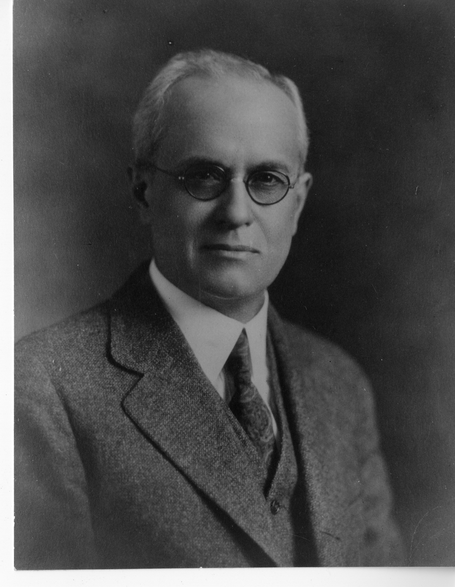 Theodore J. Bradley (1874-1936), Smithsonian Institution Archives, SIA Acc. 90-105 [SIA2007-0337].