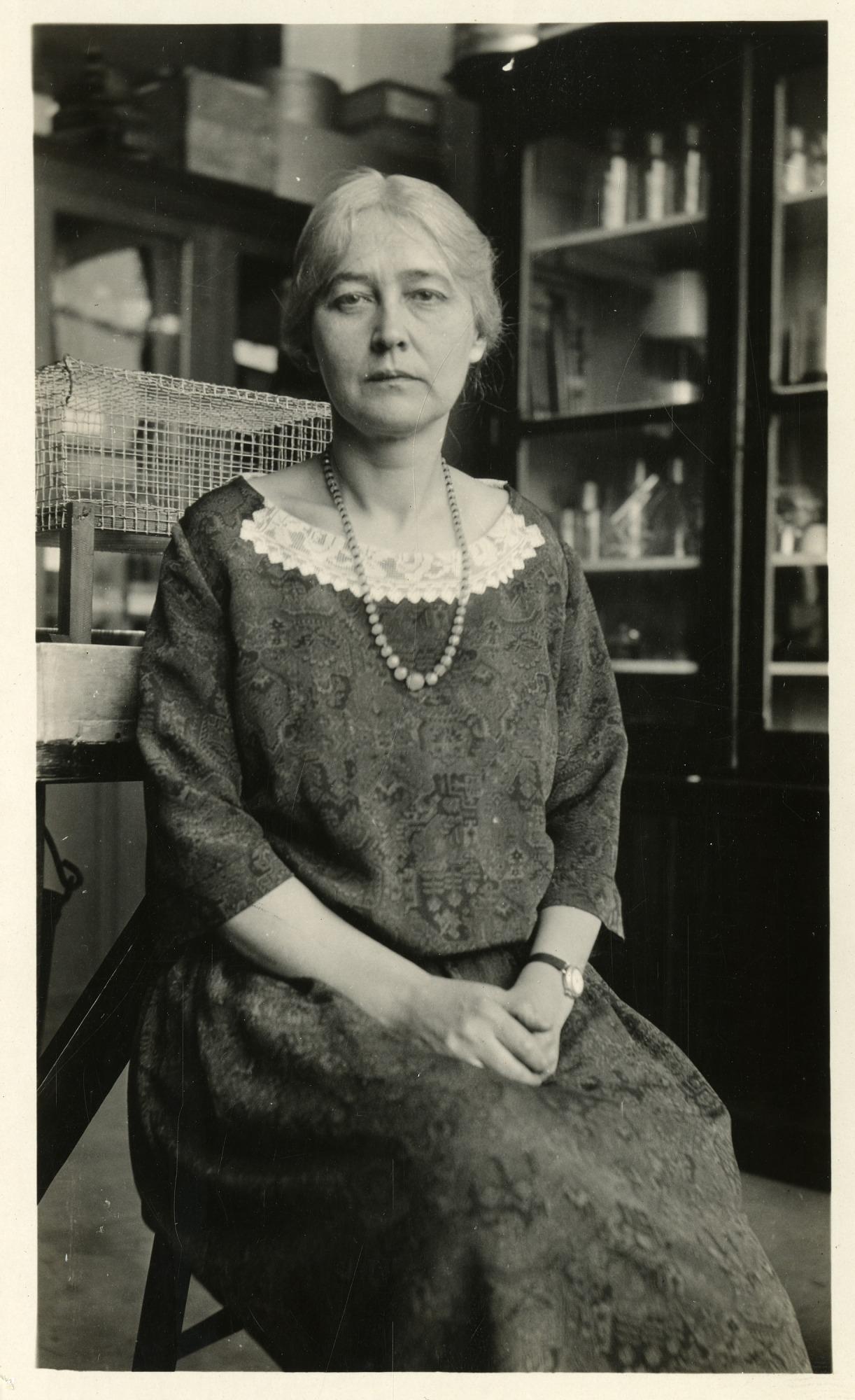 Maud Leonora Menten (1879-1960), Smithsonian Institution Archives, SIA Acc. 90-105 [SIA2008-5999].