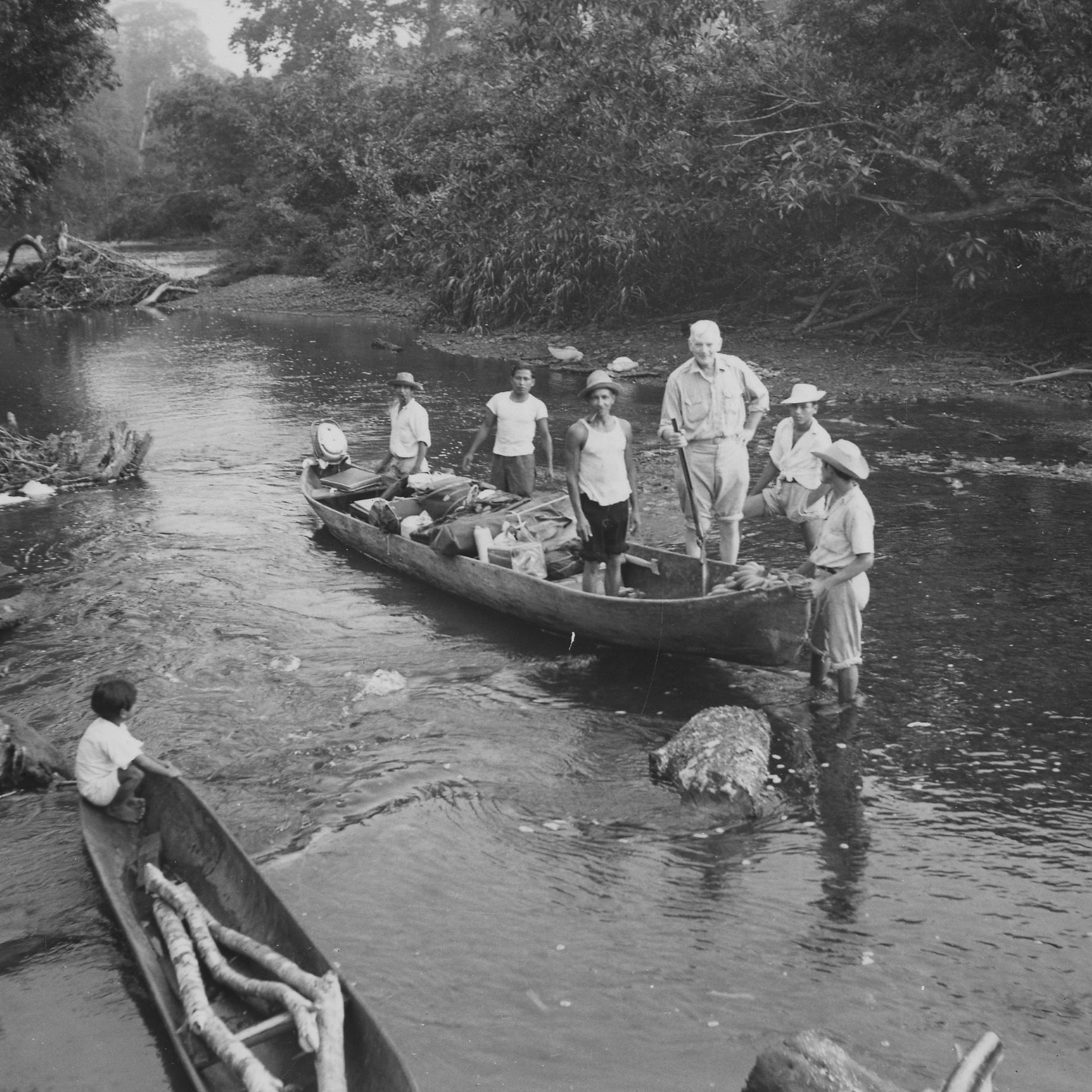 Alexander Wetmore embarks on a trip in El Uracillo, Coclé, Panama, 1952
