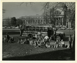School Children in Front of NMNH