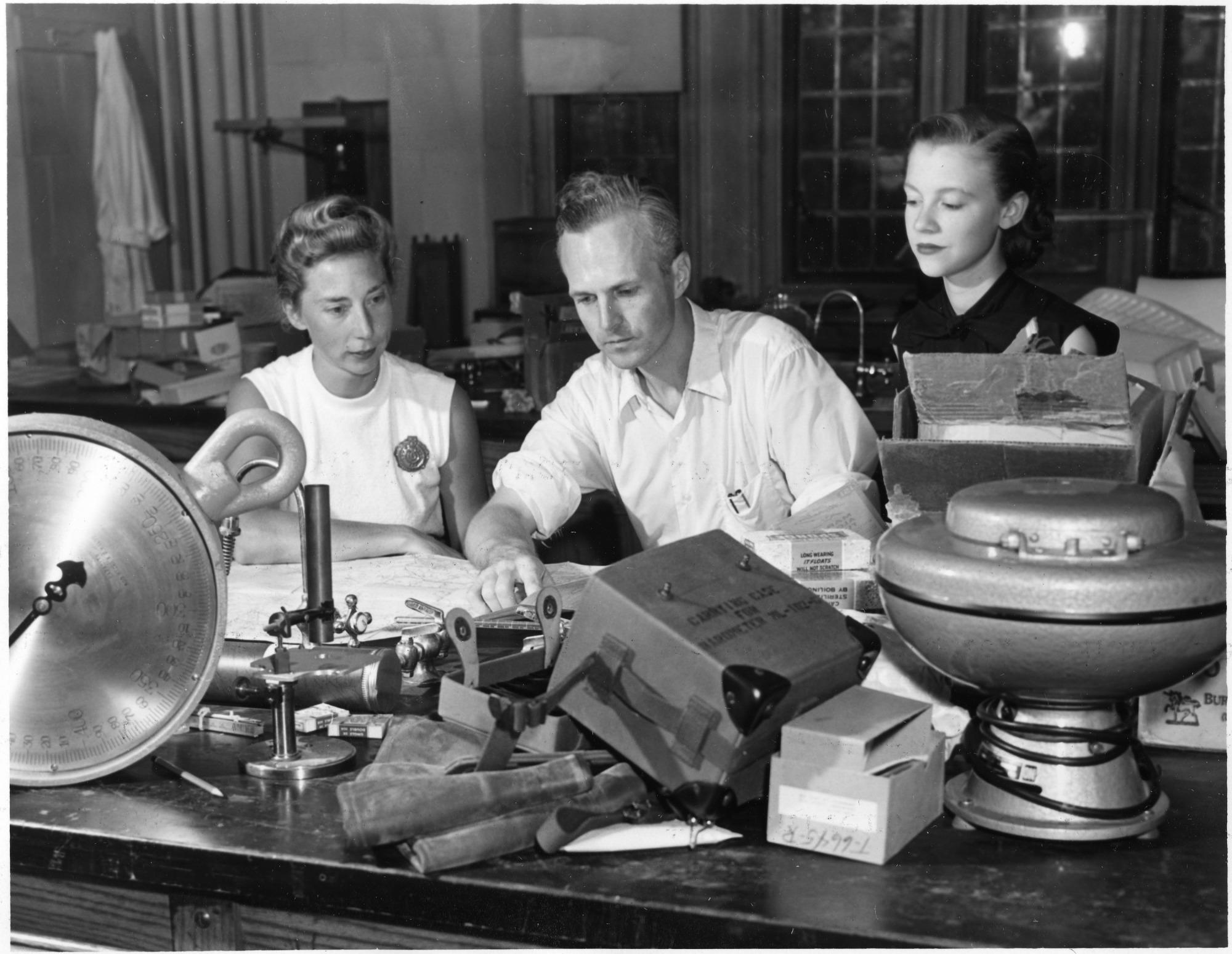left to right: Bodil Mimi Krogh Schmidt-Nielsen (b. 1918), Knut Schmidt-Nielsen (1915-2007), and Barbara Wagner