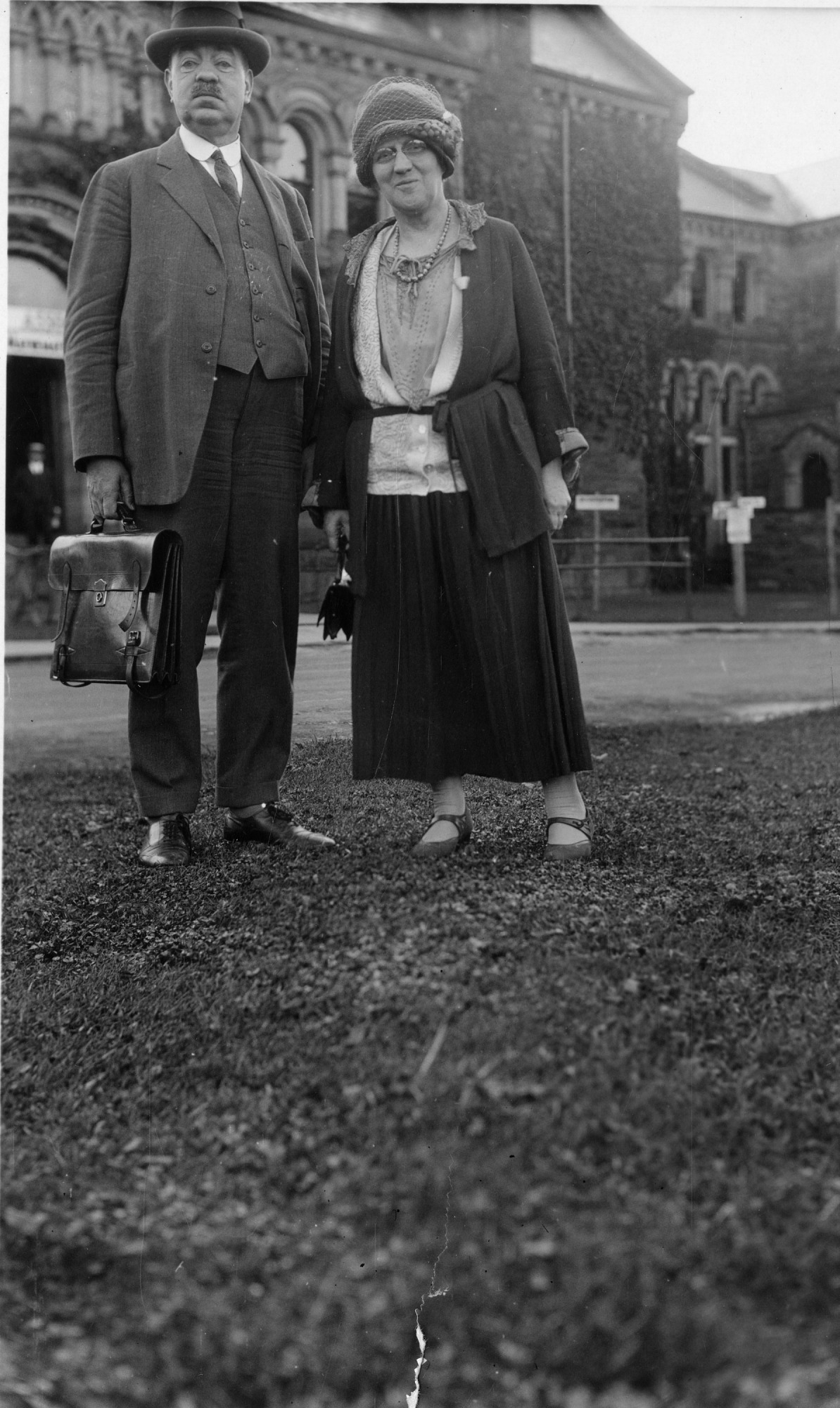 left to right: Edwin Emery Slosson (1865-1929) and May Gorslin Preston Slosson (1858-1943)