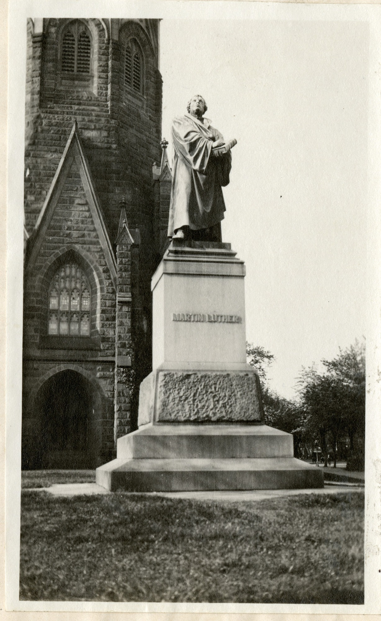 Statue of Martin Luther, 1919, Smithsonian Institution Archives, SIA RU007355 [SIA2010-2032].