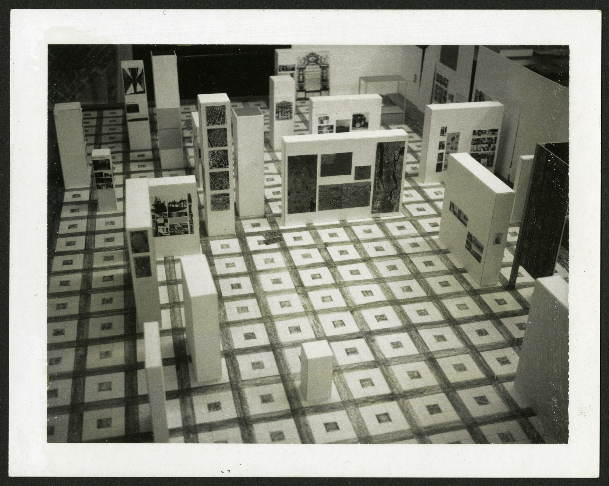 "Exhibit Model ""Photography and the City: The Evolution of an Art and a Science"", A&I"