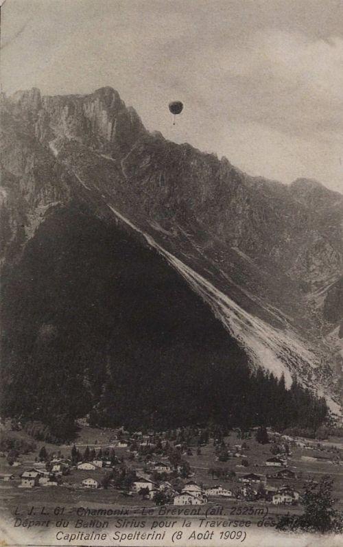 """Ascent of the balloon Sirius, Chamonix, France"