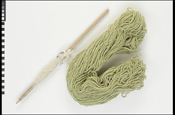 Spindle and fiber/yarn
