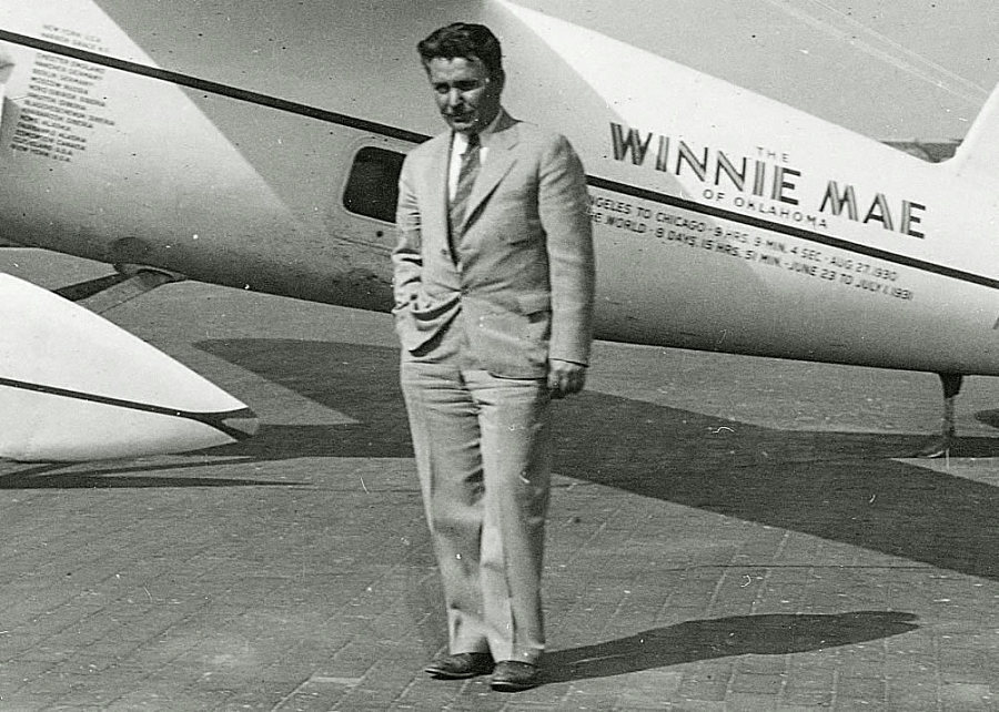 Wiley Post in front of Winnie Mae