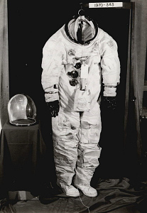 images for Pressure Suit, A7-L, Lovell, Apollo 8, Flown-thumbnail 2