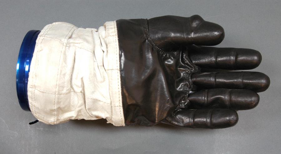 Glove, Left, A7-L, Intravehicular, Apollo 11, Aldrin, Flown