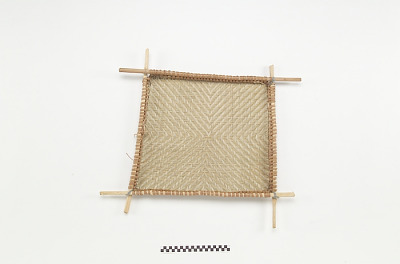 Basket sieve/sifter for manioc