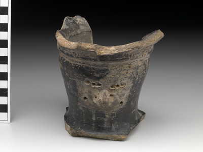 Vessel fragment/potsherd with effigy/adorno