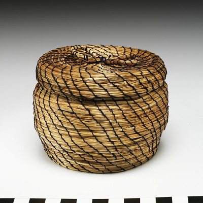 Miniature basket with cover