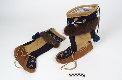 Boots/High moccasins