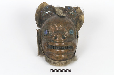 Mask representing a brown bear