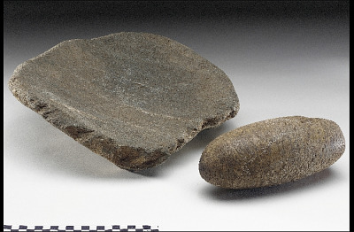 Metate/Flat mortar and mano/grinding stone