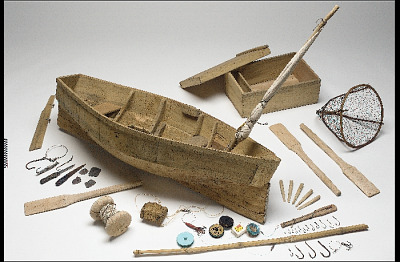Canoe model with accessories