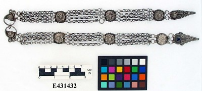 Chain belt with medallions
